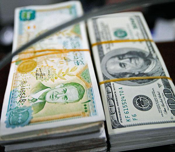 Monnaie-syrienne-et-dollars